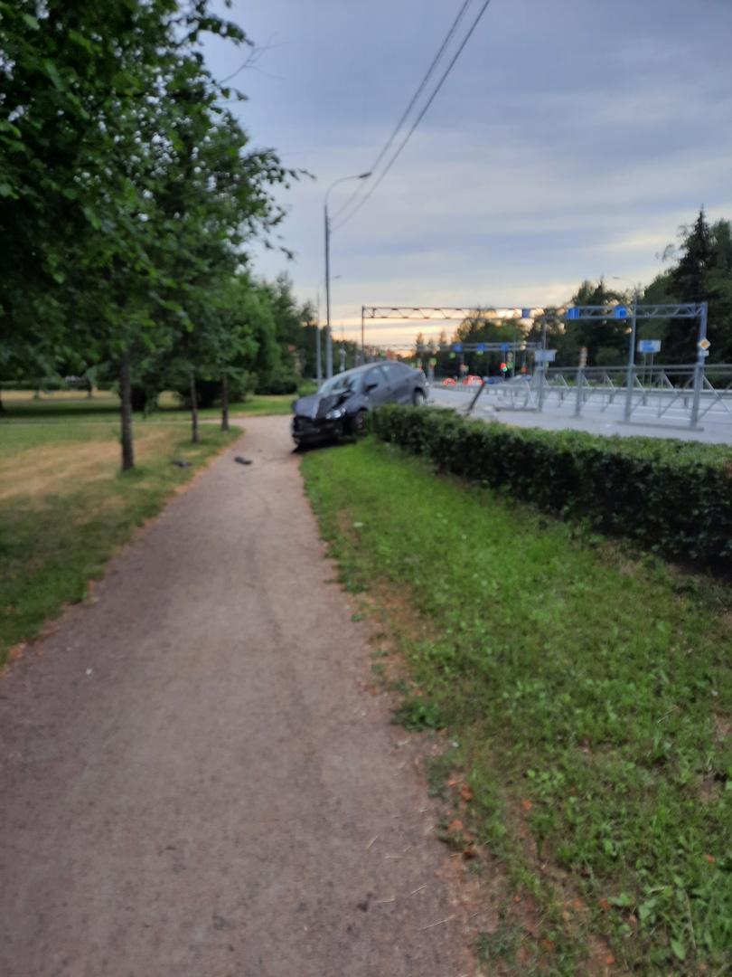 Сегодня произошла авария в Зеленогорске на Зеленогорском шоссе у Верхнего сквера.