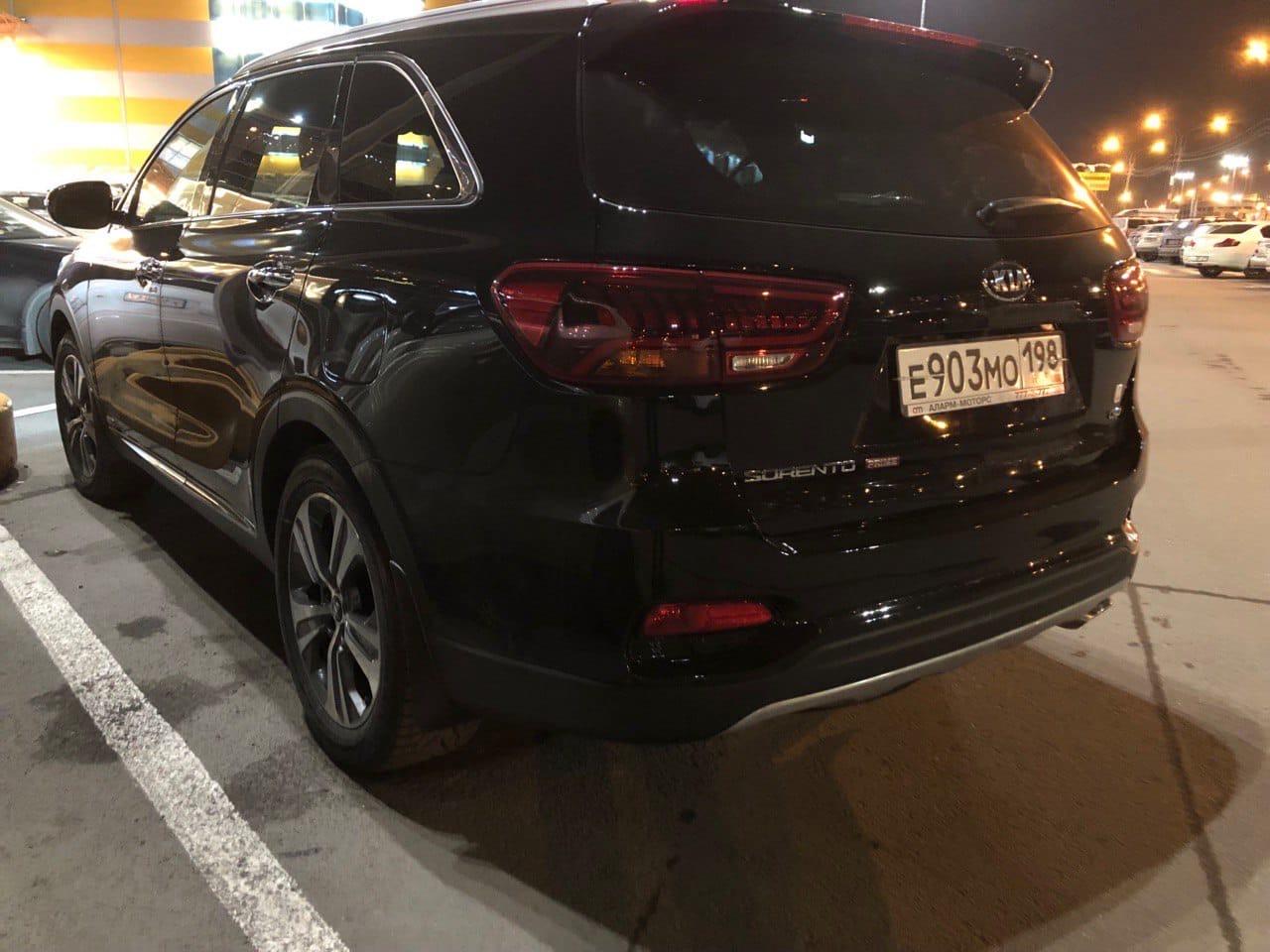 25 января со двора дома 1/2 по улице Демьяна Бедного был угнан автомобиль KIA Sorento Prime чёрного ...