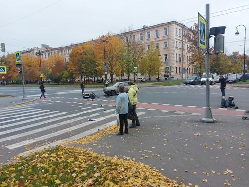Авария с мотоциклом на перекрестке Большого и 12 линии В.О.