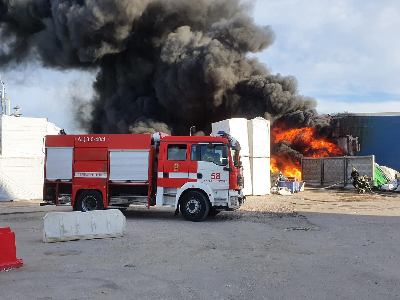 Еще фотографии с пожара в Металлострое. Главная новость о пожаре: https://vk.com/wall-68471405_15251...