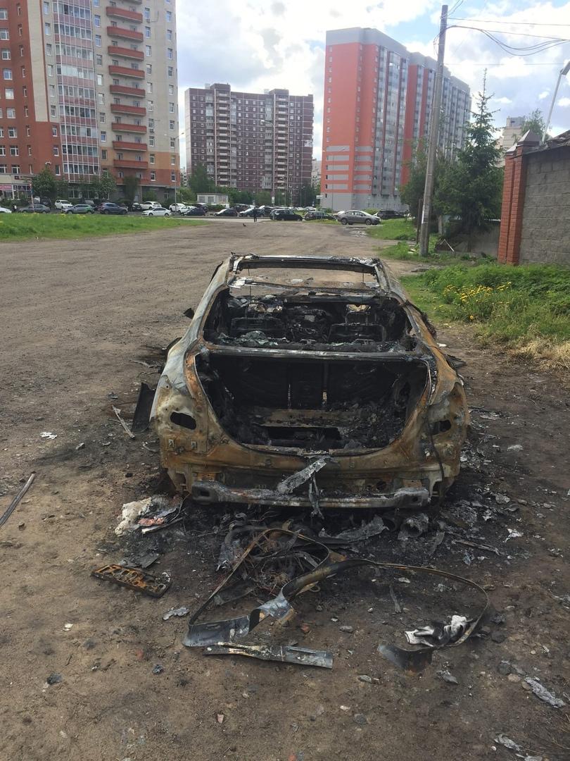 26 мая в 02:51 на Афанасьевской улице у дома №3 легковой автомобиль выгорел по всей площади. В 03:22...