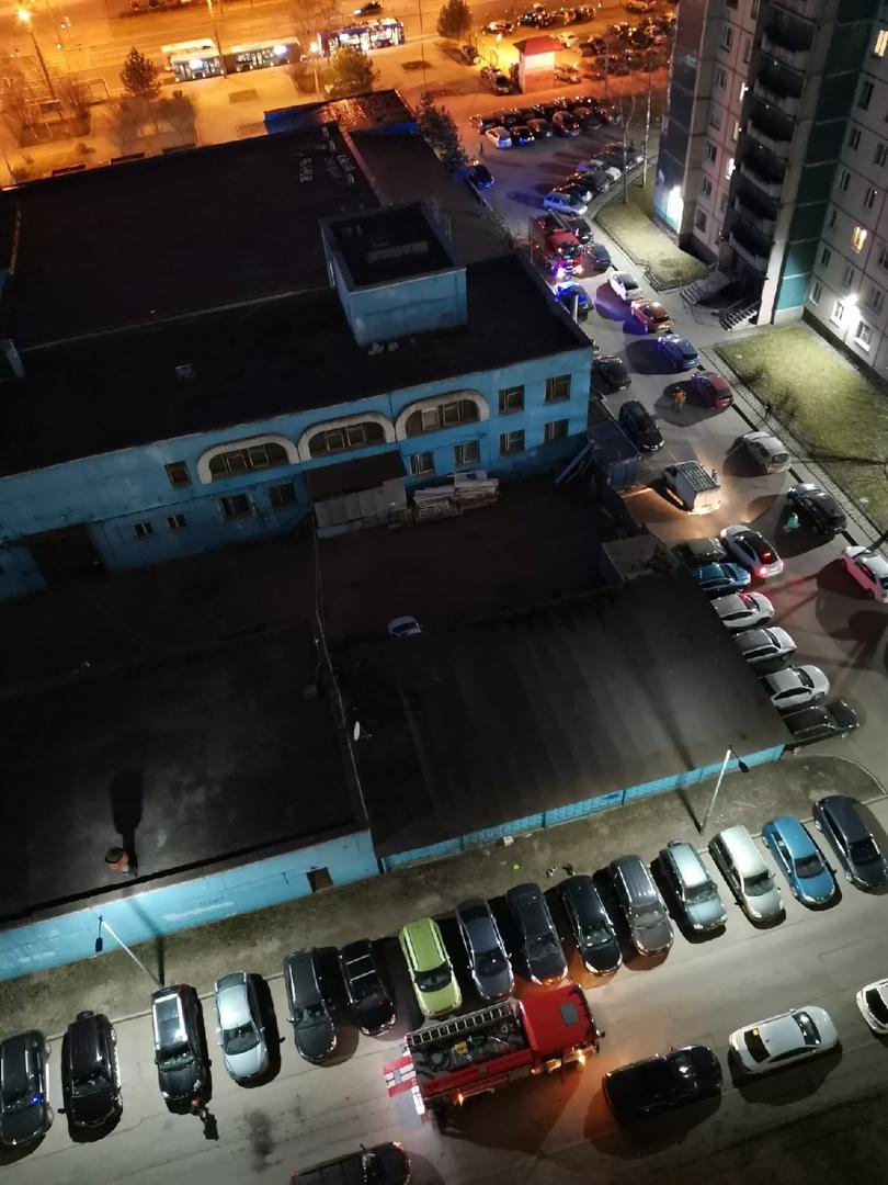 Пожар в доме 24к3 по Комендантскому проспекту, реанимация уже оказывает помощь