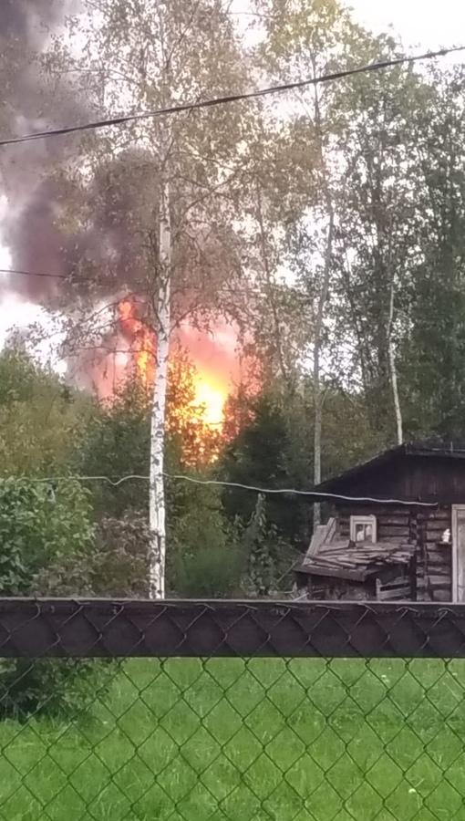 В Радофинникове (СНТ Полёт) горит дом.
