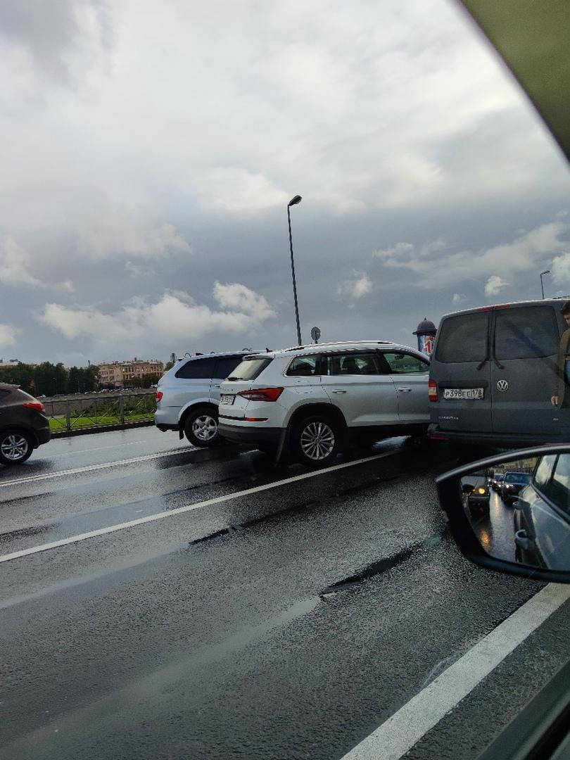 ДТП из трёх автомобилей на перекрестке Воскресенской Набережной и Потёмкинской улицы и в сторон...
