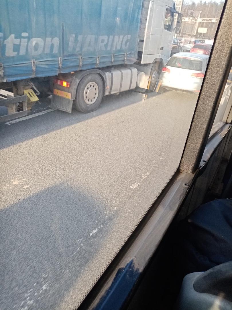 Рядом 2 ДТП на 15 километре Р-21 Кола (Мурманское шоссе) рядом со съездом с КАД в сторону области.
