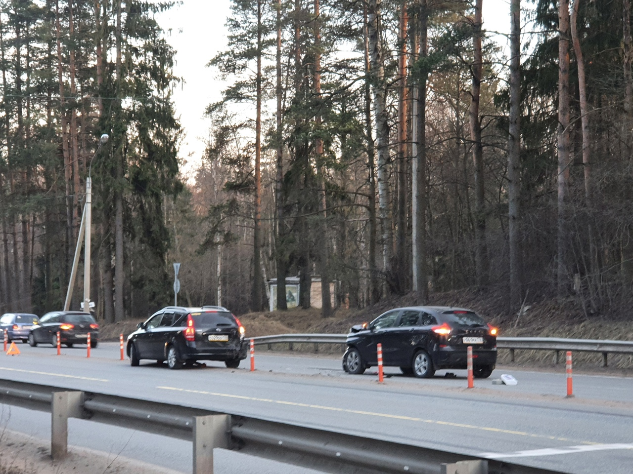 Сегодня в вечернее время на Выборгском шоссе на выезде из г. Сертолово произошло ДТП между КИА и Лад...