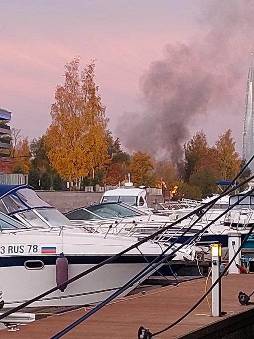 Утренний пожар на Набережной Гребного канала