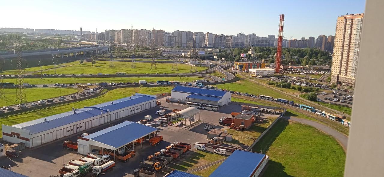 Для направляющихся в Токсово и Девяткино пятница затянулась надолго из-за ДТП с цистерновозом. Автоб...