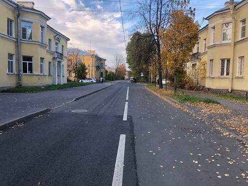 Произошло ДТП, знаков уступи дорогу и главной дороги обоим водителям не было видно хорошо, так как м...