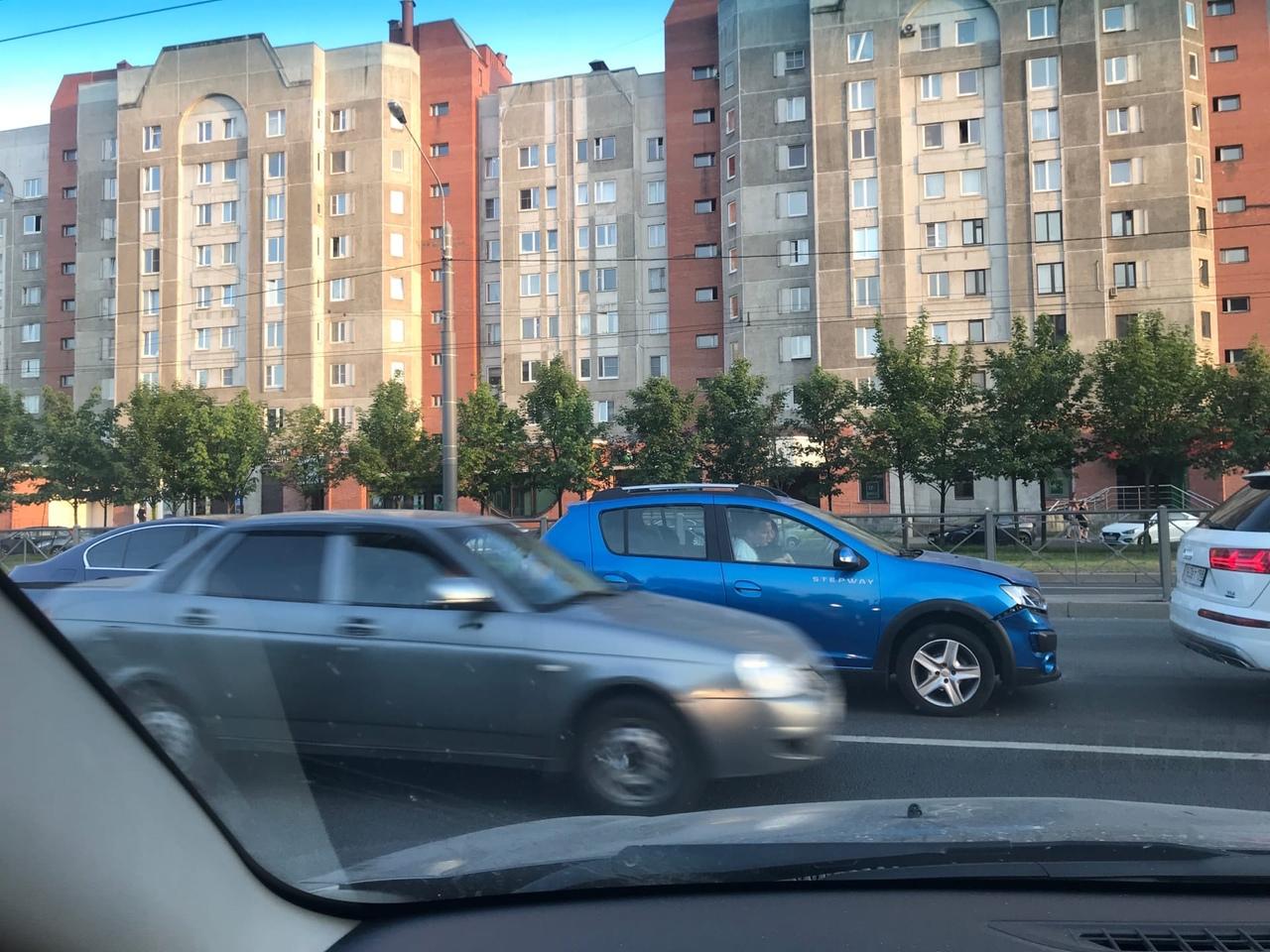 На Ленинском проспекте у дома 94, корпус 1 (магазин Перекрёсток) со счетом 3:2 победил паровозик. За...