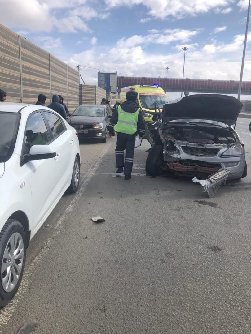 Произошла авария на Московском шоссе, где поворот на Колпинское шоссе. В течении 5 минут приехала по...