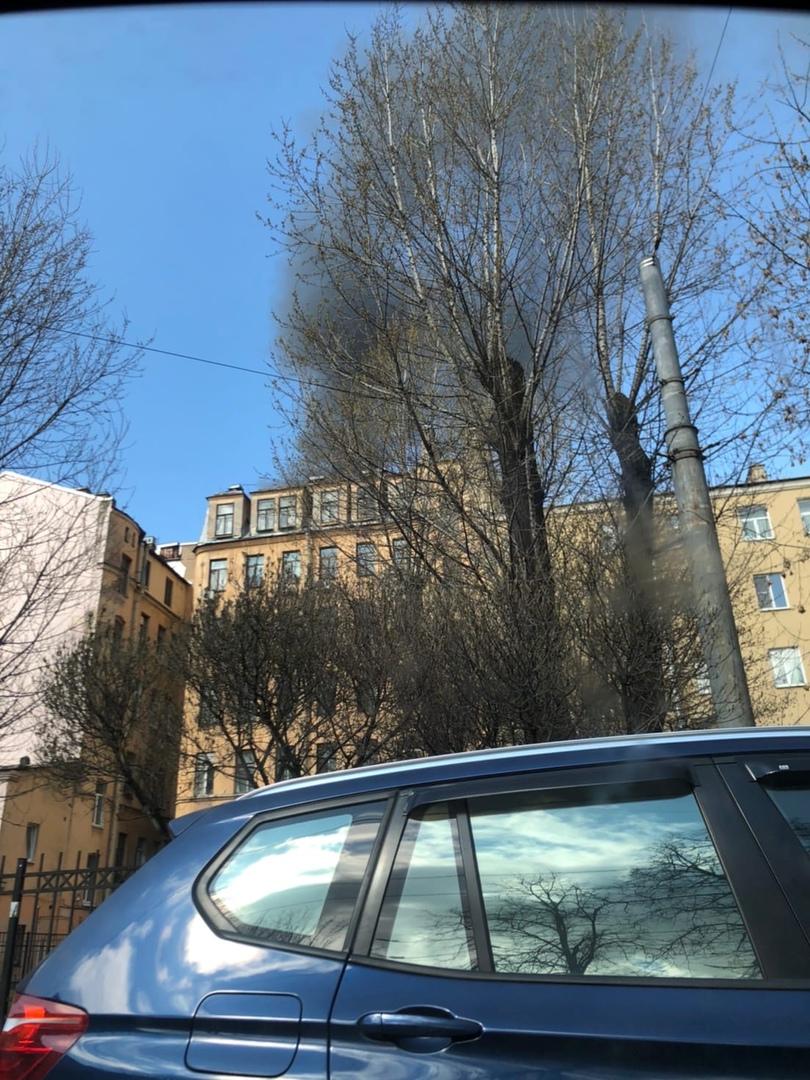 Пожар на Подковырова 1. Говорят, что был хлопок газа, но это не точно . Пожар тушат по 1БИС. К лик...