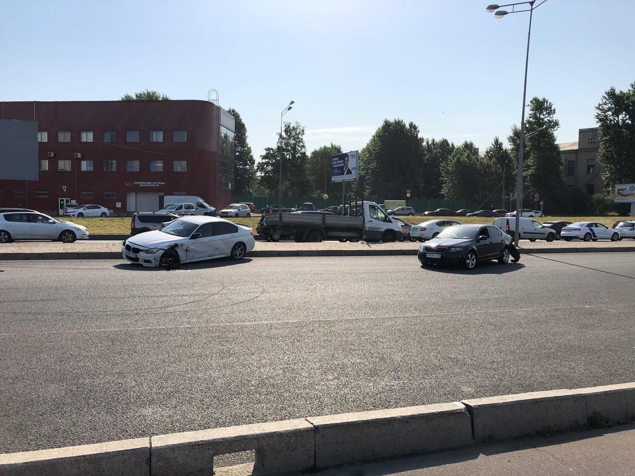 Ищу очевидцев ДТП между БМВ и Шкодой на Малоохтинской наб, перед мостом Александра Невского. Авария ...
