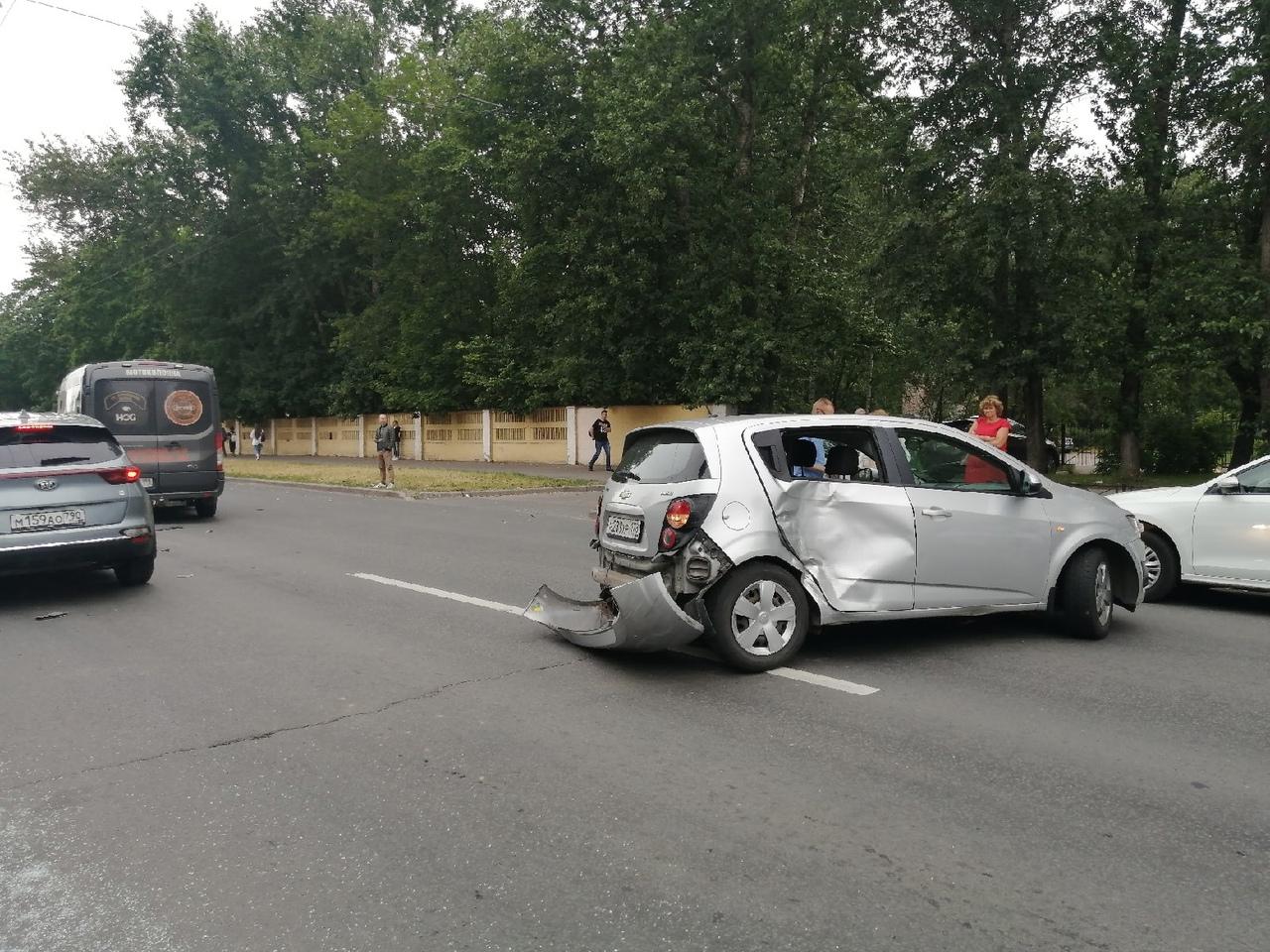 ДТП на Мечникова в 15:20 парализовало общественный транспорт. Повреждены припаркованные автомобили. ...