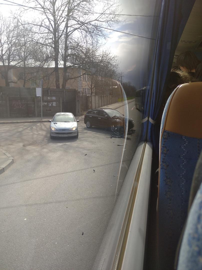 На пересечении Афонской и Поклонногорской, дама со второстепенной не заметила автобус. Главная по Аф...