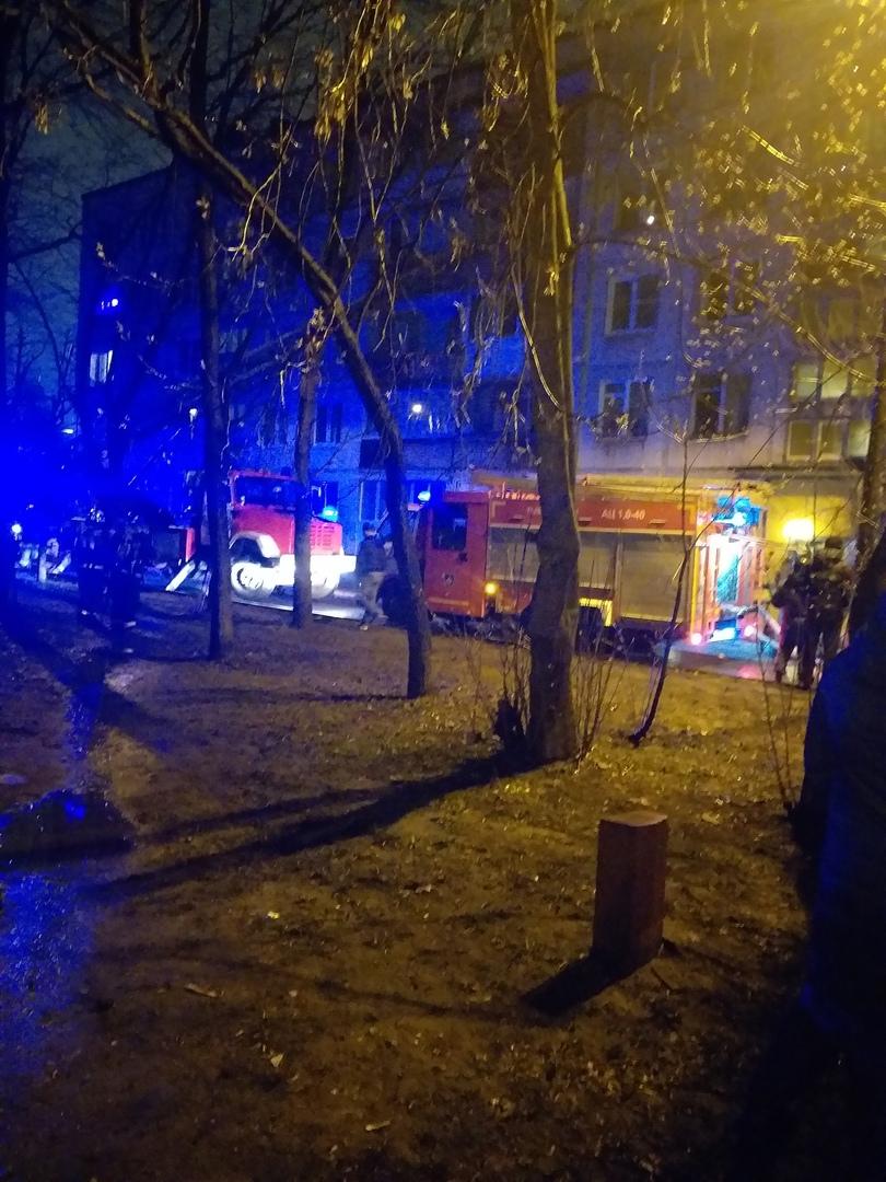 Снова пожар в доме 32 корп 3 на Софийской В 03:10 в том же доме, что и вчера https://vk.com/wall-6...