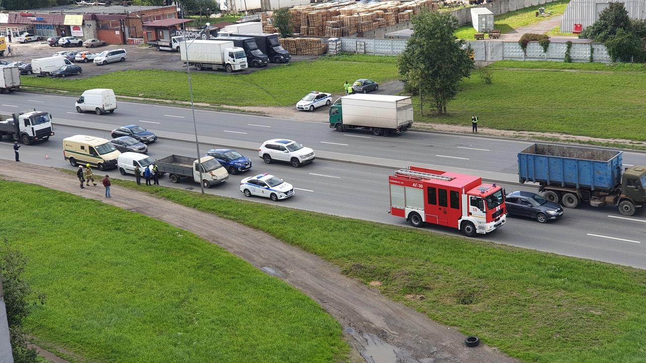 Инкассаторская машина попала в ДТП на Софийской 78 все службы на месте