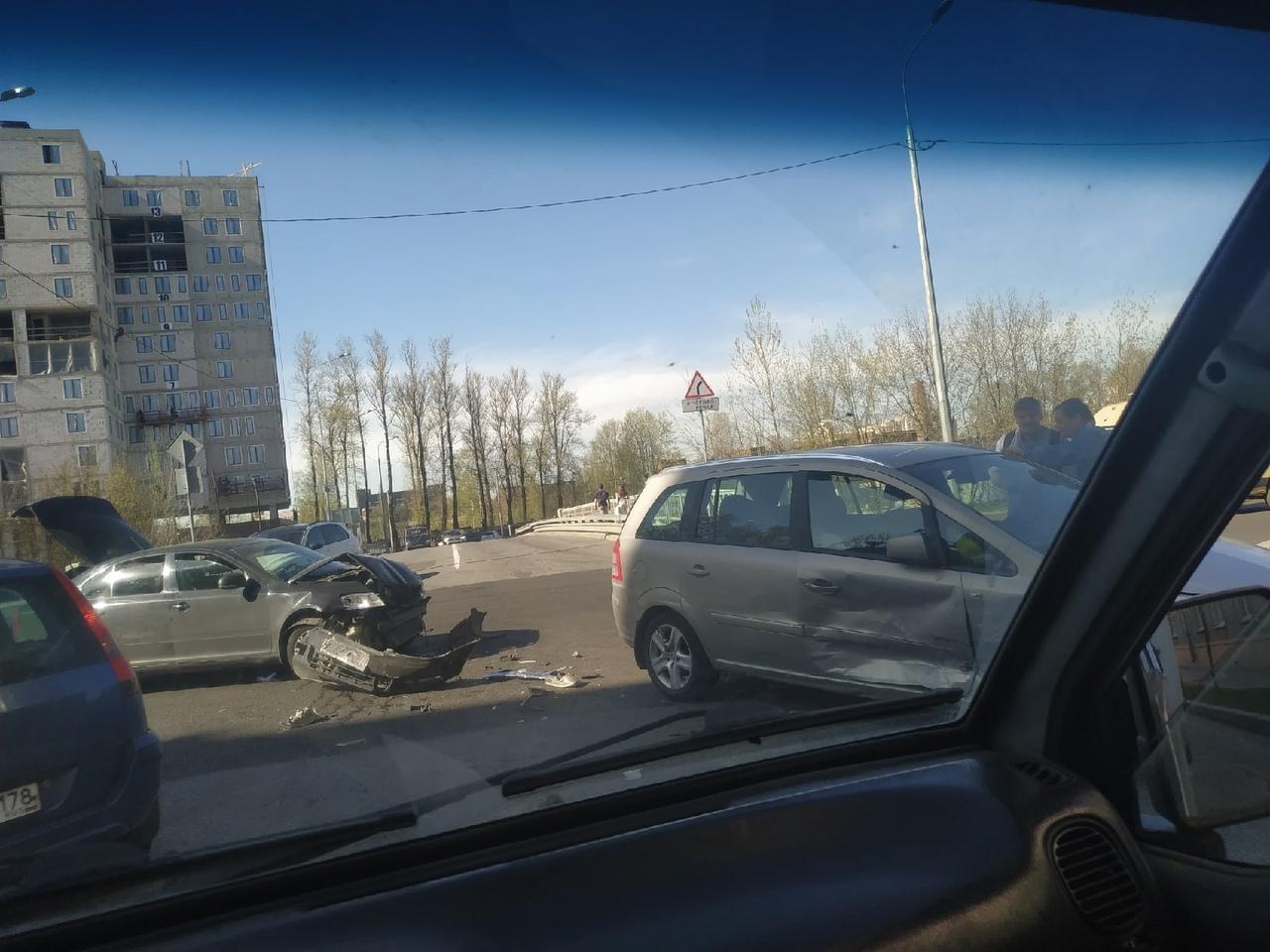 Ford и Skoda столкнулись на пересечении набережной Чёрной речки и Матроса Железняка. Главная дорога...