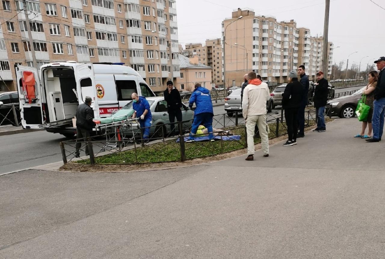 Школьница попала под машину из-за неработающего светофора в Красном Селе Девочка-подросток пострада...