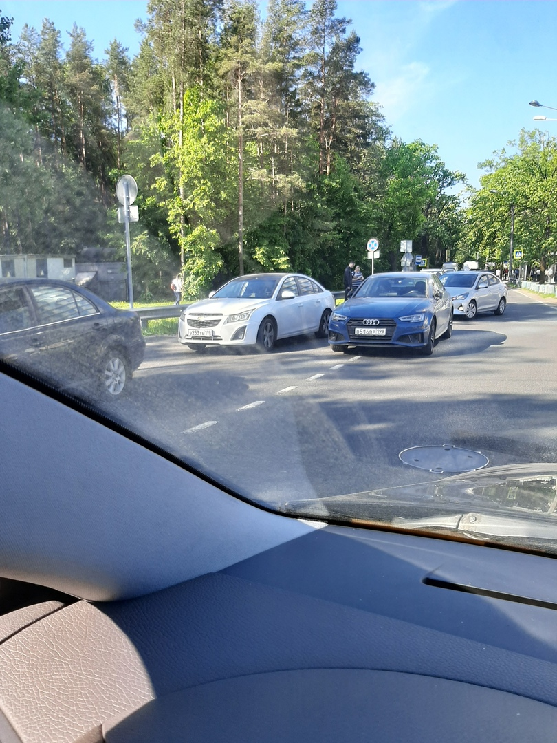 ДТП на Аккуратова, у центра Алмазова.