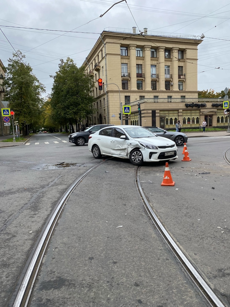 ДТП на пересечении 1-го Муринского и Большого Сампсониевского. Три автомобиля, трамваи приехать не м...