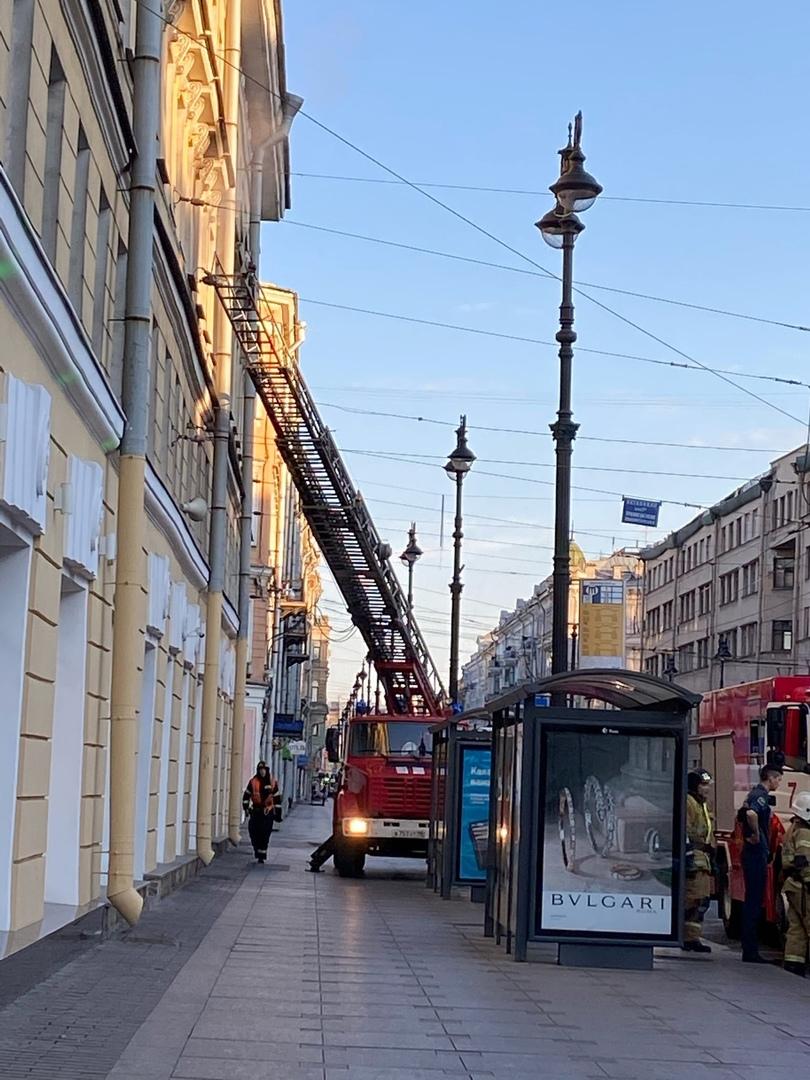 Пожар в квартире на Невском 113/4 В трехкомнатной коммунальной квартире горела обстановка на площа...
