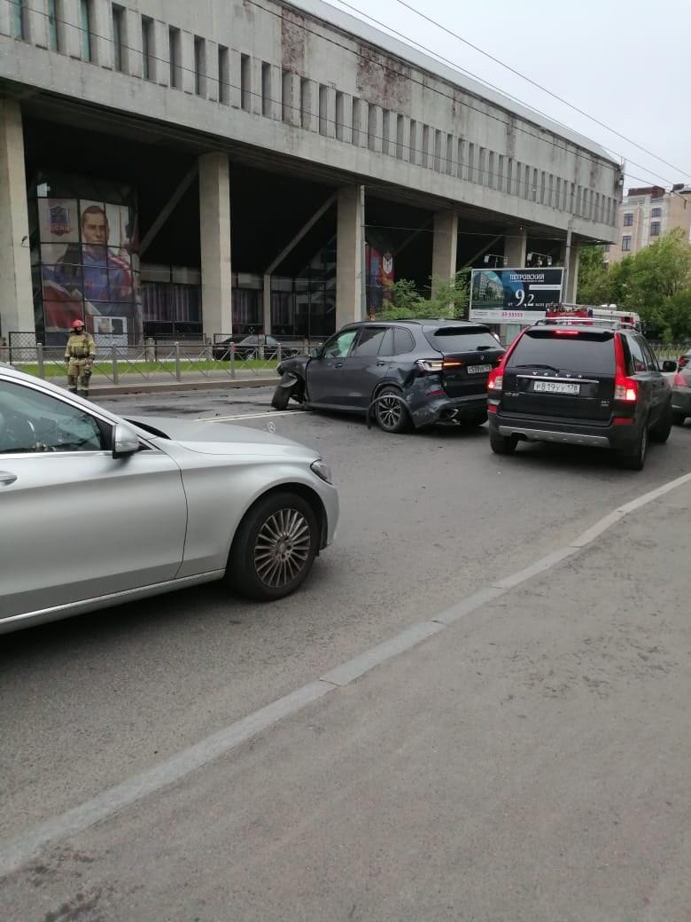 На Ждановской улице столкнулись Порше и БМВ