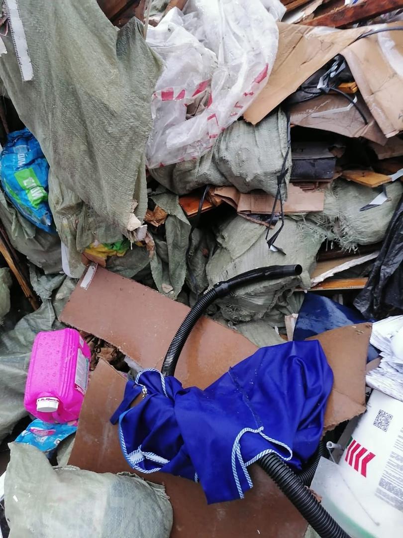 """Опять мусор. Сегодня ночью снова не довезли мусор до полигона """"Северная Самарка""""! И опять его сброси..."""