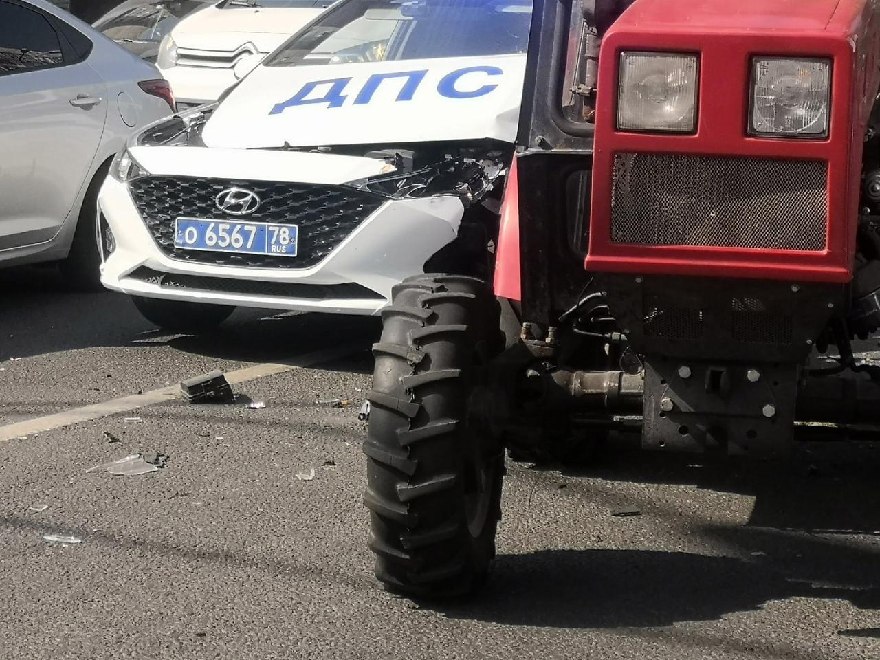 На перекрестке Северного и Есенина тракторист резко сдал назад)))