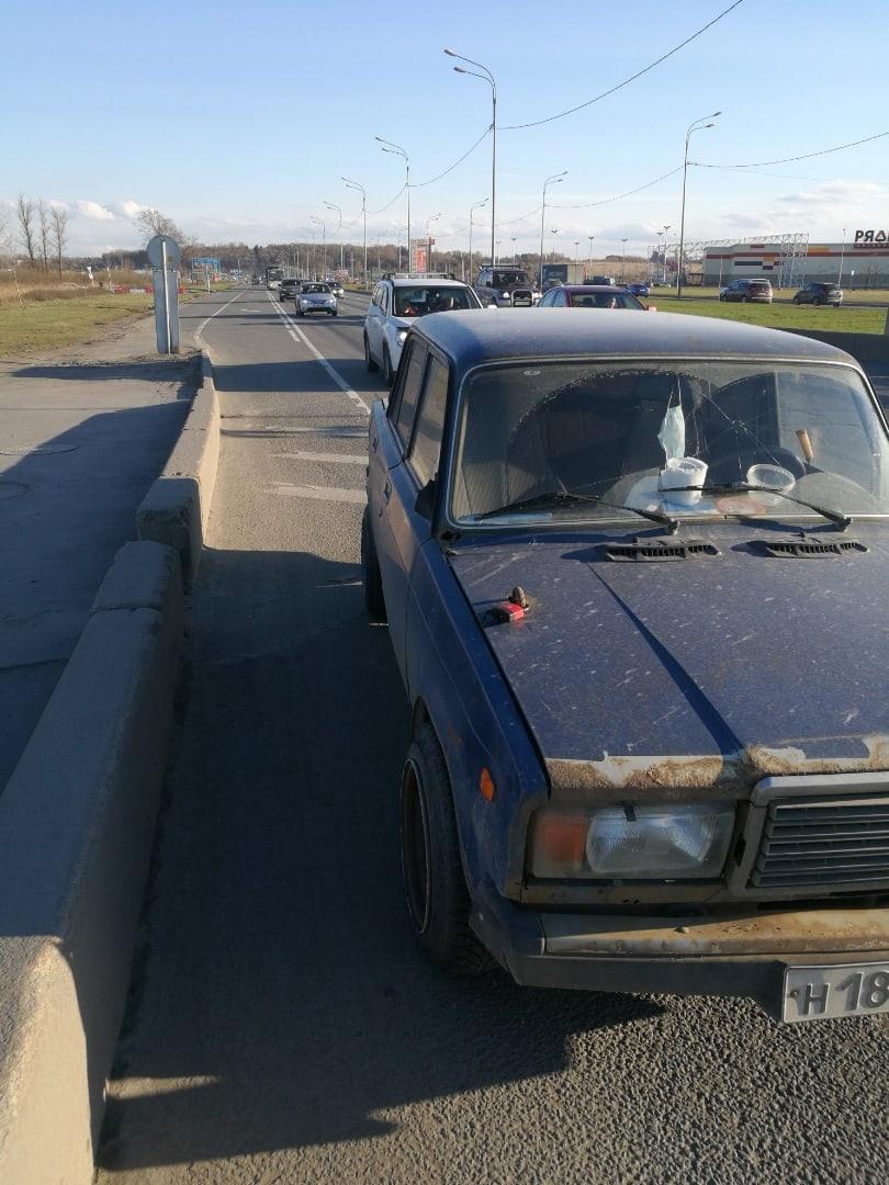 На Пулковском шоссе напротив Outlett Village белая Audi совершила ДТП, в котором виновата и скрылась...