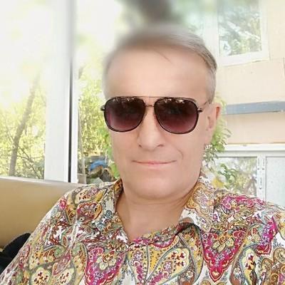 Валерий Илларионов