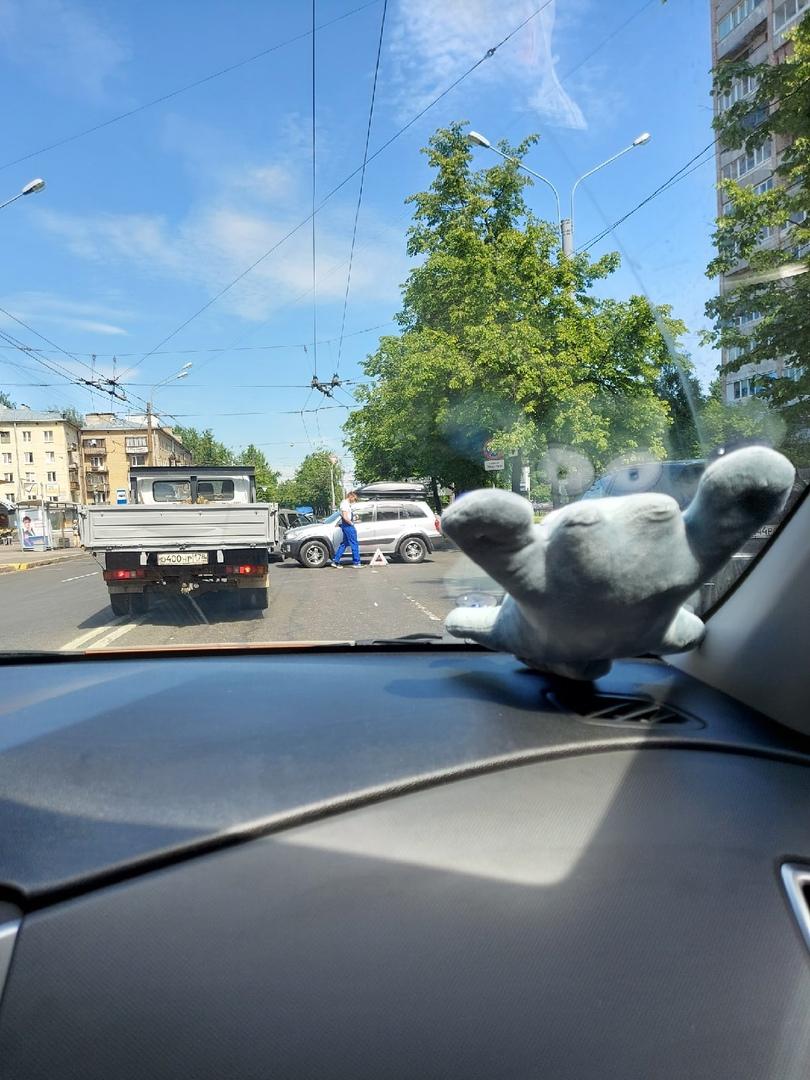 Перегородили дорогу на Металлистов перед шоссе Революции.