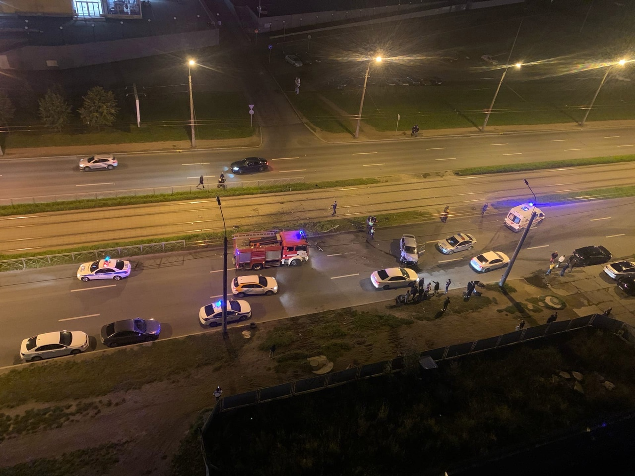 Авария по улице Коллонтай. Со слов очевидцев один из участников пытался скрыться с места дтп. После ...