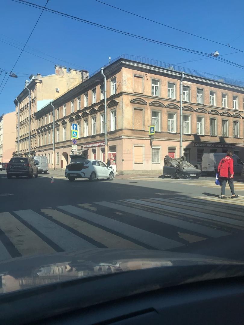 Рио перевернула на крышу Спортейдж На пересечении 5-Красноармейской и Егорова