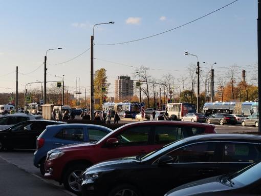 На пересечении Ветеранов и Жукова разрыв провода, все троллейбусы стоят