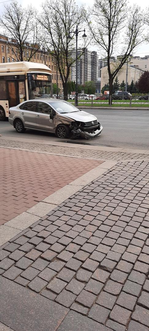 ДТП на Московском проспекте 136А между Фольксвагеном и КИА.