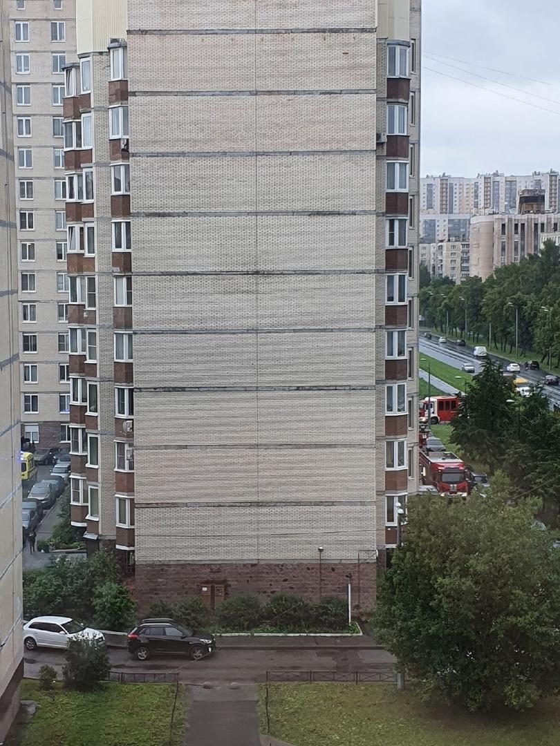 03 сентября в 09:31 поступило сообщение о пожаре по адресу: ул. Подвойского дом 13 к. 2. В двухкомн...