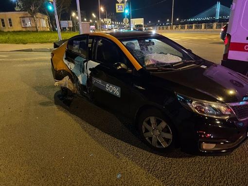 Может быть кто-то видел аварию на пересечении Октябрьской набережной и Приневской, которая произошла...