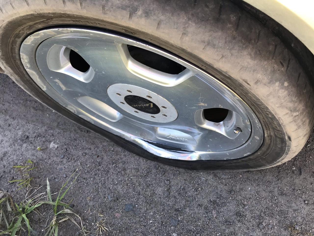 ⚠Будьте внимательны! На Зольной улице, напротив дома №6, большая яма! Повредил шину и диск. Координа...