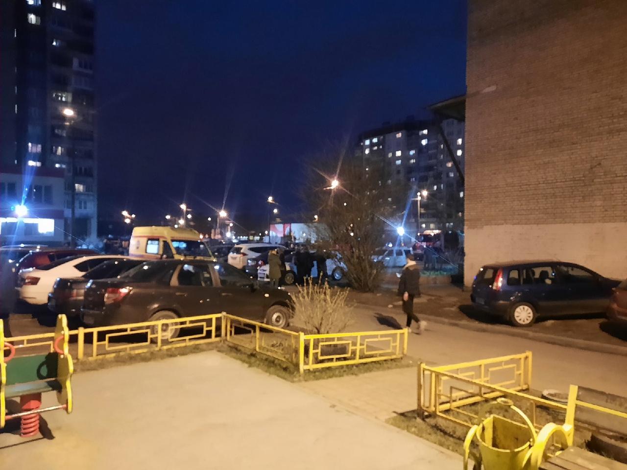 22 апреля в 20:58 на телефон МЧС поступило сообщение о пожаре по адресу: улица Жени Егоровой, д.3, к...