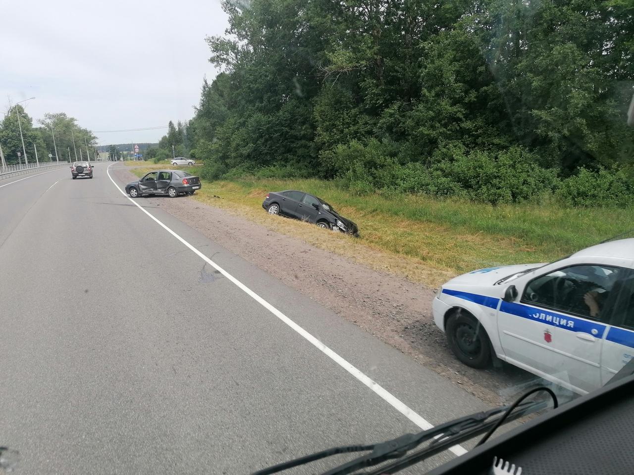 Renault и ФВ столкнулись в районе села Отрадное но Новоприозерскому шоссе