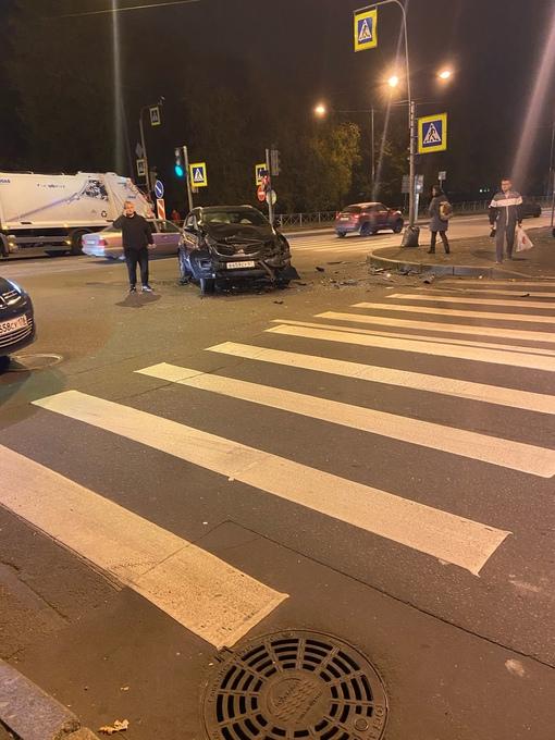 Киа намял бока Новгородской Audi на перекрёстке ул.Бабушкина и ул.Крупской
