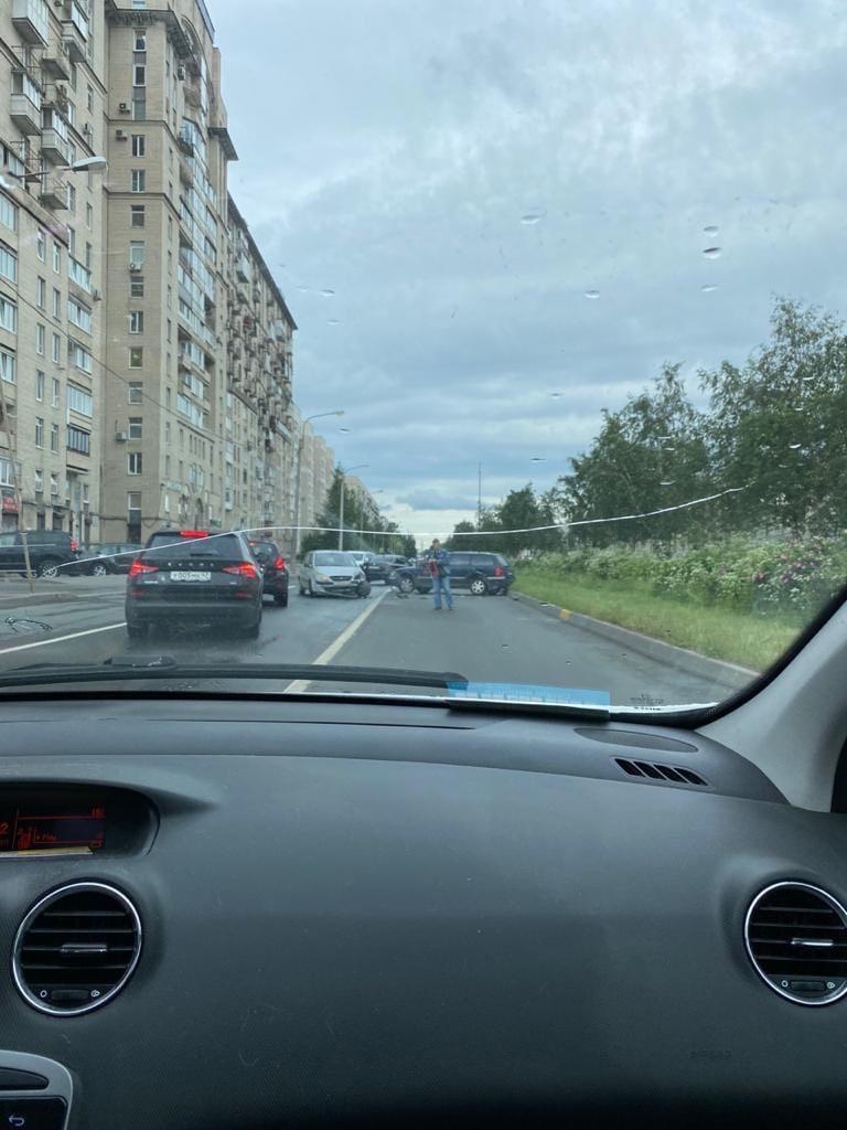 Авария на въезде на Дунайский путепровод с Малой Балканской.