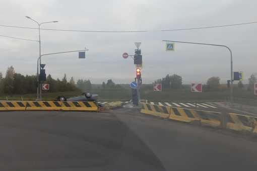 Сегодня ночью на Оборонной на повороте глупости в Колпине рядом с СИЗО 1 разложился очередной гонщик