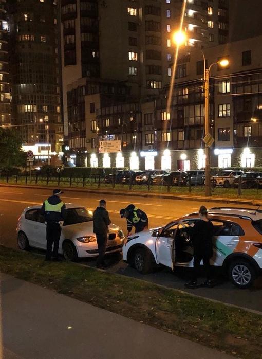 В 19:30 на Варшавской 94 девушка на каршеринге пересекла двойную сплошную(якобы пыталась развернутс...