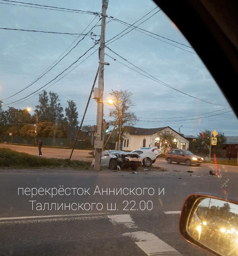 На перекрестке Аннинского и Таллинского шоссе водитель выполнял левый поворот и не пропустил встречк...