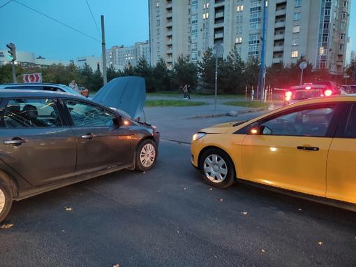 Помогите найти очевидцев аварии 03 октября в 18:18 При повороте налево на перекрёстке Галстяна и Ва...