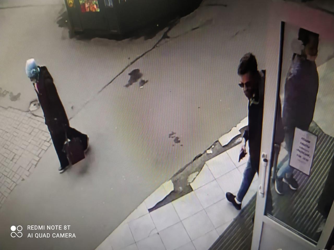 Уважаемая молодая пара с маленькой собачкой, случайно или по ошибке взявшие чужой кошелек, сегодня 2...