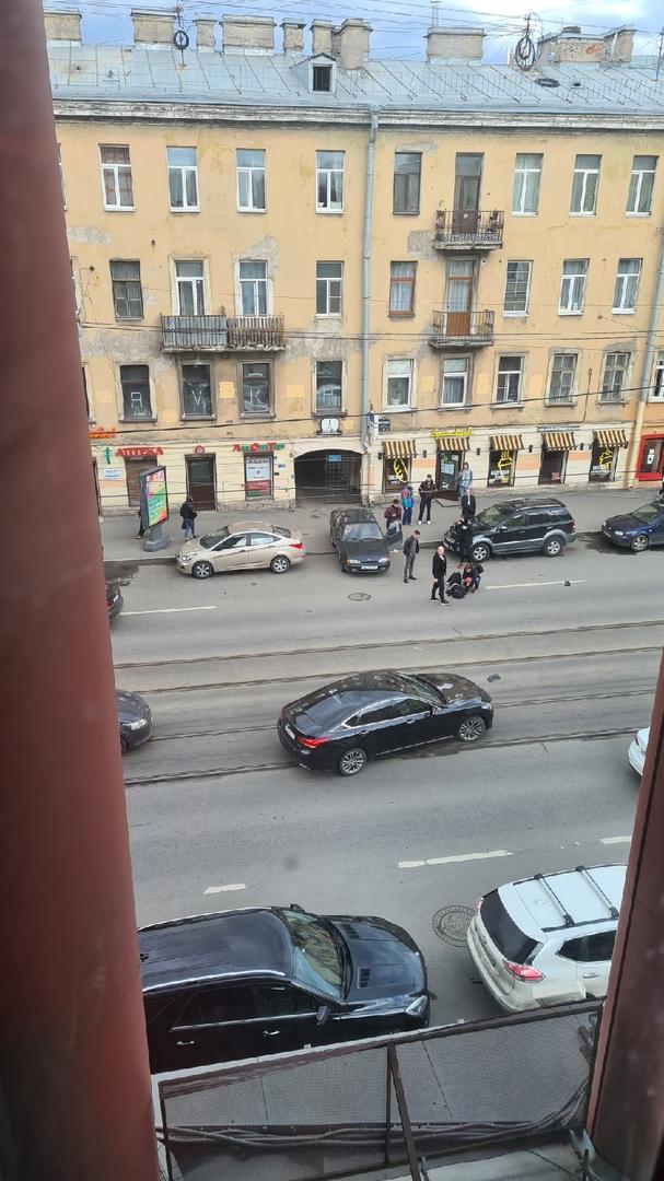 На Звенигородской у дома 6, Volkswagen Поло сбил человека.