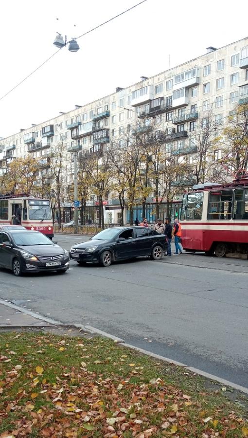 По проспекту Науки Движение трамваев перекрыто